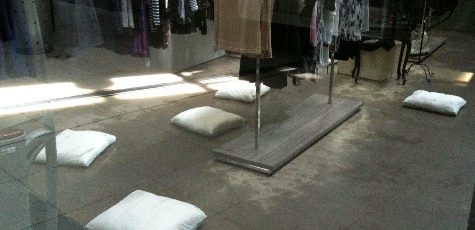 IMGFloodSax_soaking_up_water_in_a_retail_store